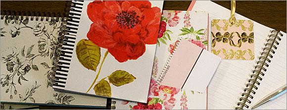 英国デザイナーズギルド A5サイズのお花のリングノート。ポケットやノートにきれいに切り離せるミシン目入り。使い方自由自在のノートです。