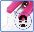 お掃除マグネットが付いていますので、取り除いたホッチキスの針をスイスイ集めることができます